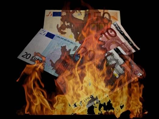 Bildergebnis für Bilder Europaflagge brennt
